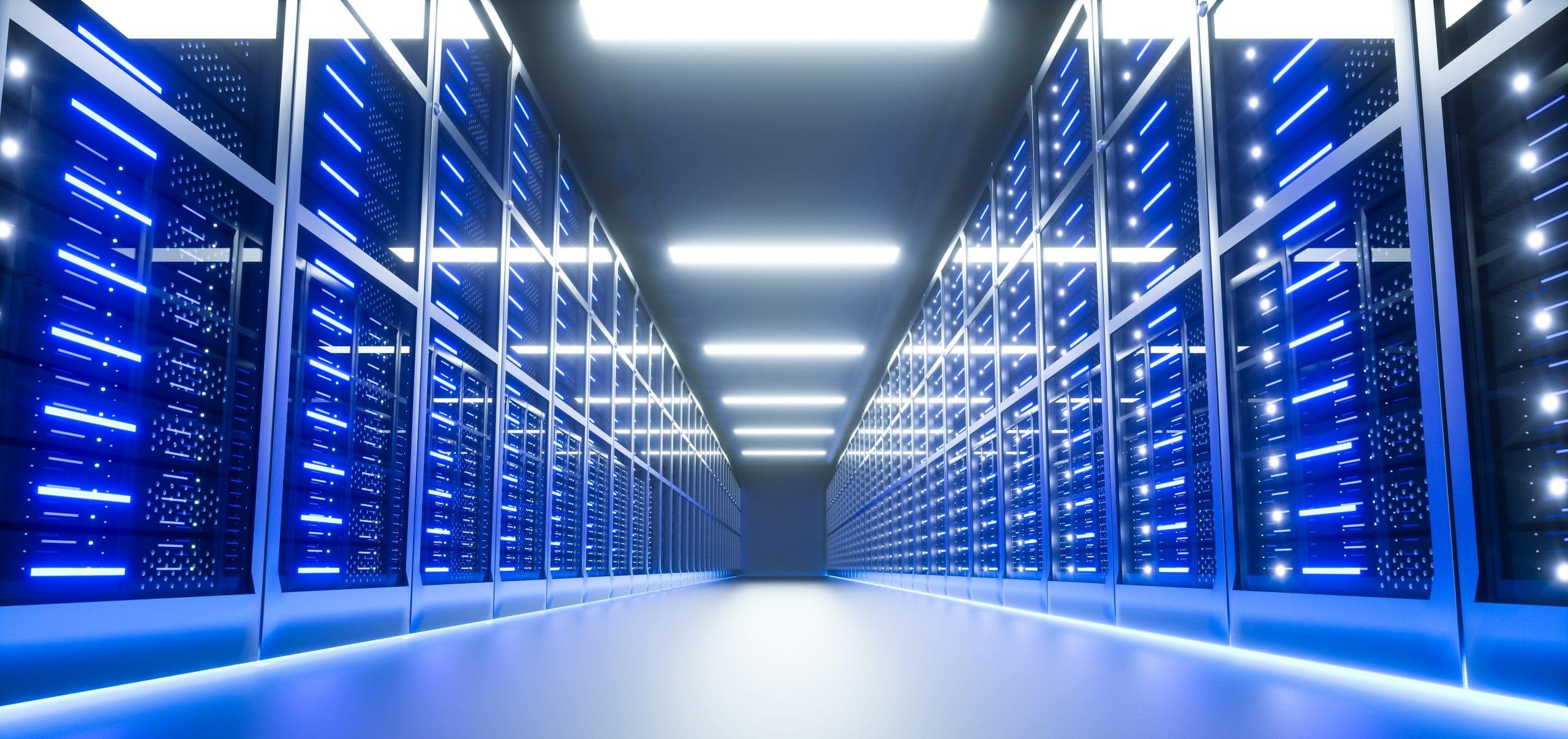 Dieses Bild zeigt einen Serverraum in blauem Licht.