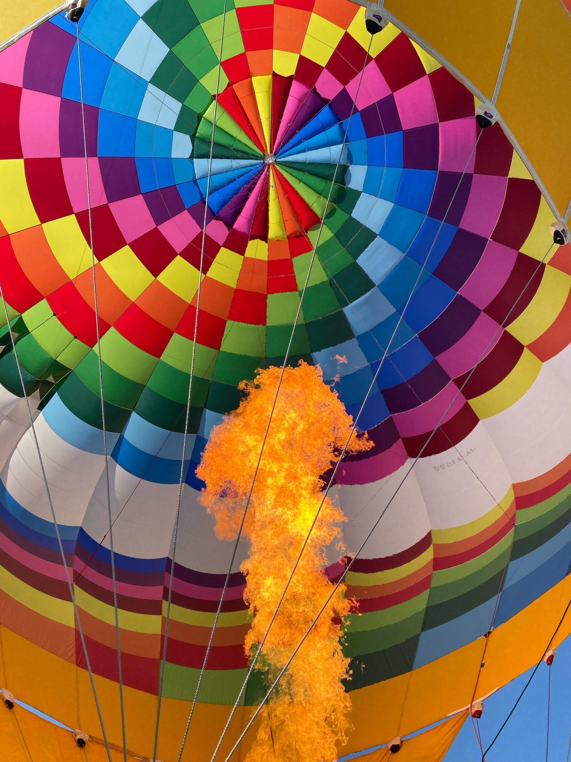 Bild eines Heißluftballons mit vielen Farben